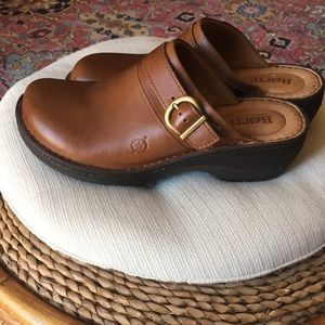 Born Avoca leather clog size 7M